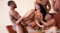 BRAZZERS  HOUSE  SEASON  3  EP2  Lena  Paul  er  gratis  for  alle  sexutfordringer